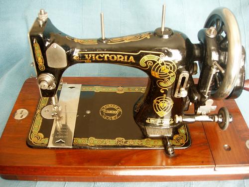 bradbury s family v s sewing machine rh sewmuse co uk victoria 364 sewing machine manual free victoria graffiti sewing machine manual